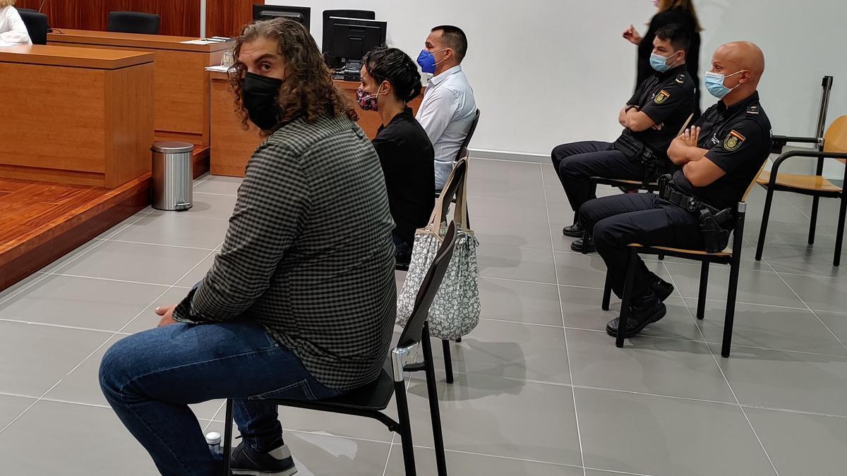 Los acusados, en un momento de la vista oral en la Sección Tercera de la Audiencia de Zaragoza.