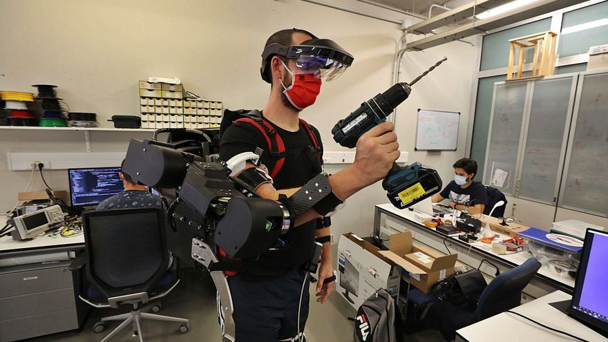 Un exoesqueleto creado en la UMH aumenta la capacidad de trabajo y la fuerza de los operarios