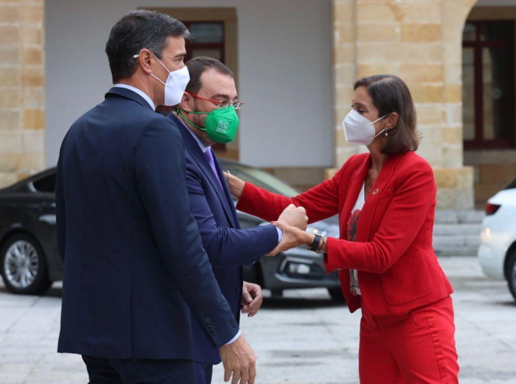Pedro Sánchez visita la Laboral y pone en escena la nueva FP en Gijón con las ministras de Educación e Industria