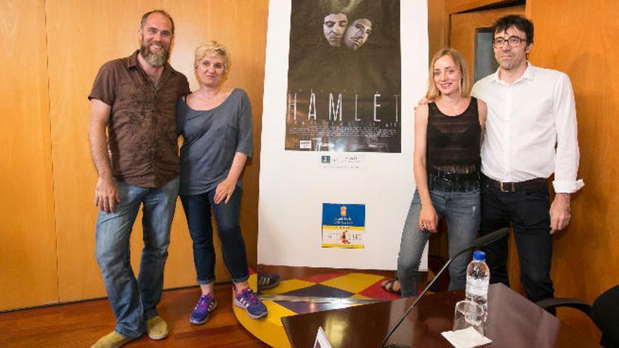 El Teatro Cuyás celebra con 'Hamlet' y un brindis sus primeras 2.000 representaciones