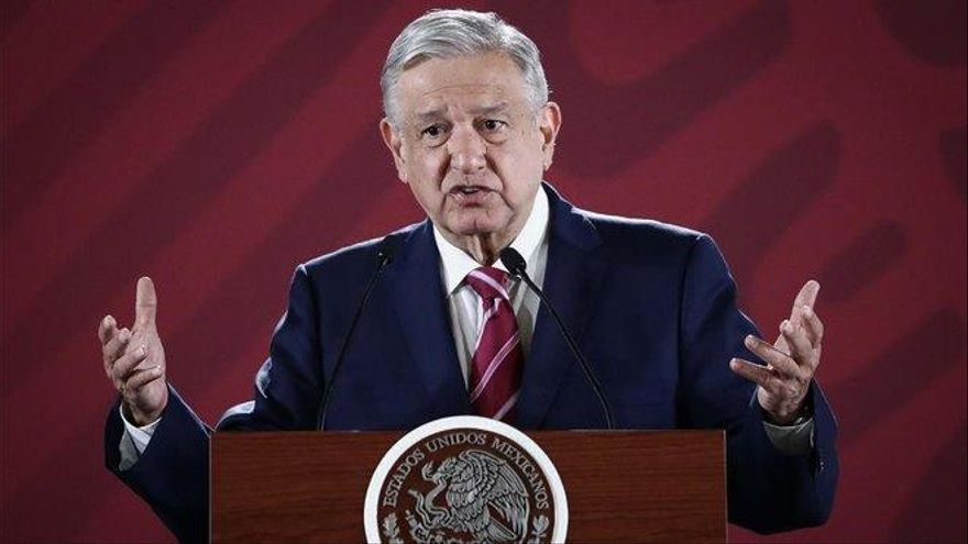 López Obrador imita a Trump