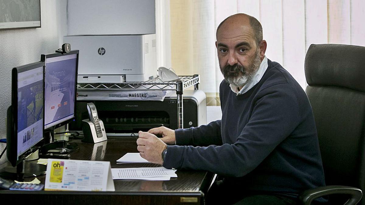 El catedrático Jaime Molina da clase de Historia Antigua en el último curso de la titulación.  