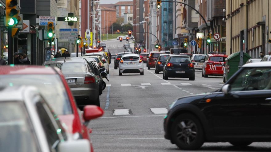 Un conductor ebrio arrolla a un motorista en la avenida de Hermanos Felgueroso con Pablo Iglesias