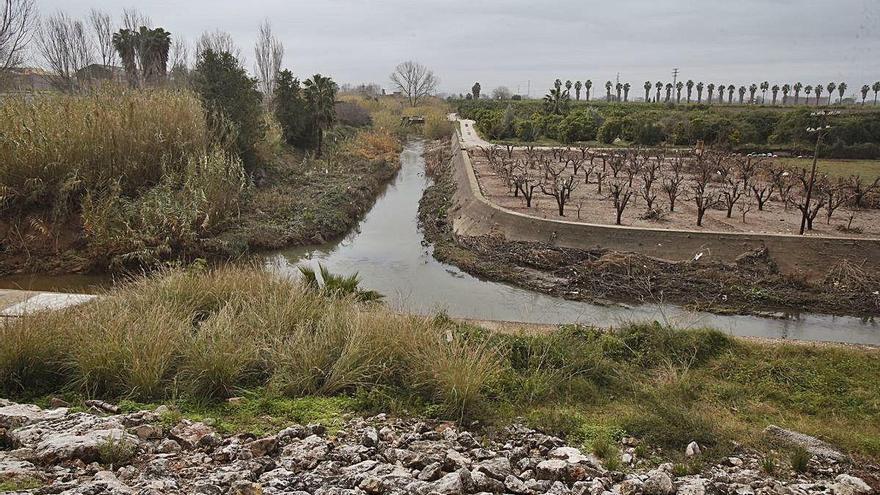Alzira denuncia vertidos incontrolados que degradan el río Verde y el Barxeta