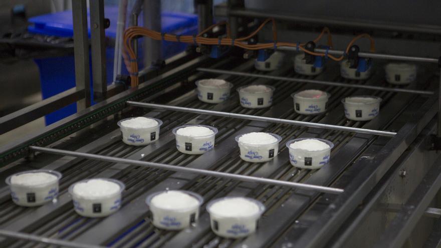Los grandes grupos lácteos de Asturias abren un frente en el mercado del queso