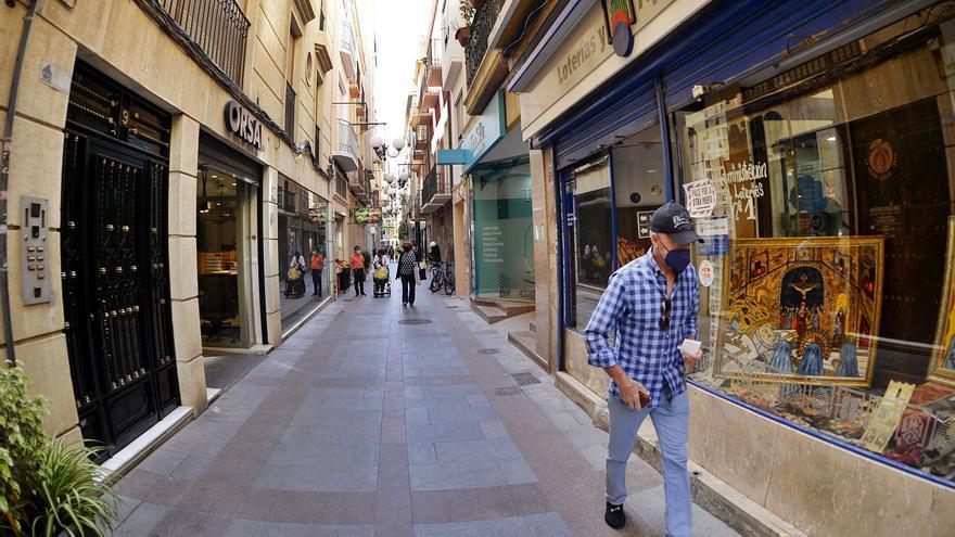 La calle Salvador languidece y el comercio cree que la solución no pasa por derribar fachadas