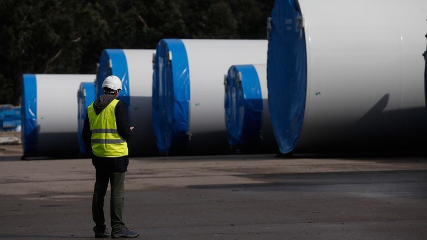 """Asturias pide a Maroto la """"defensa cerrada"""" de los fabricantes de estructuras eólicas"""
