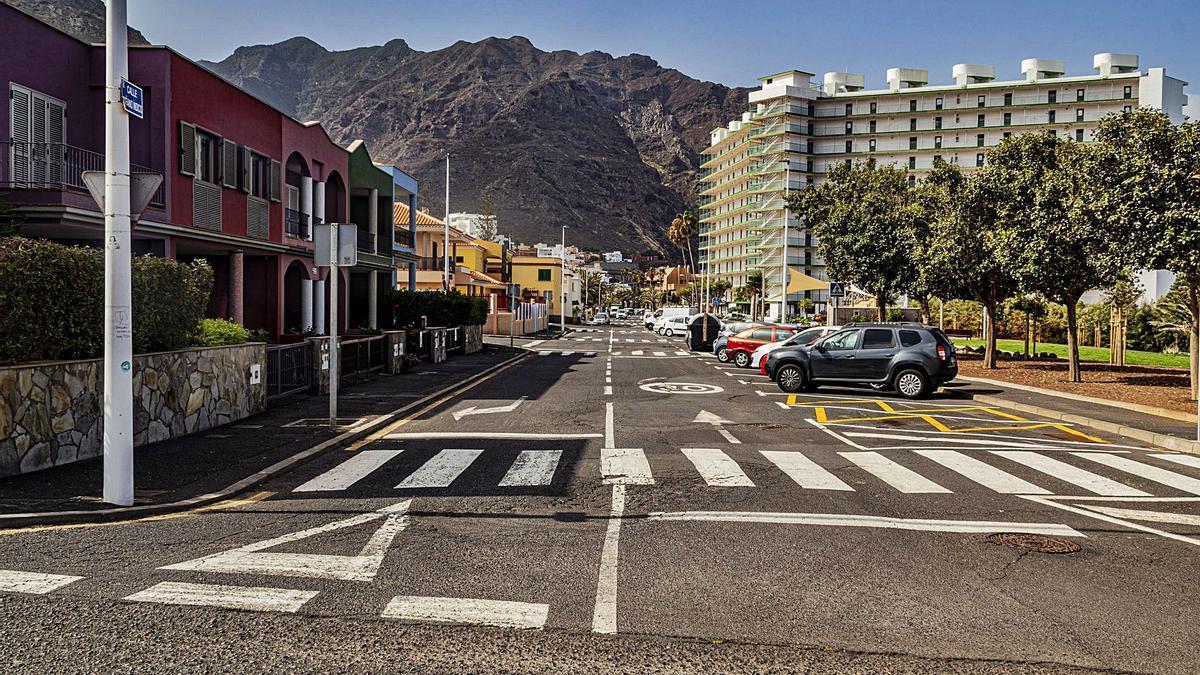 La calle Océano Índico, una de las más transitadas de la Punta del Hidalgo.