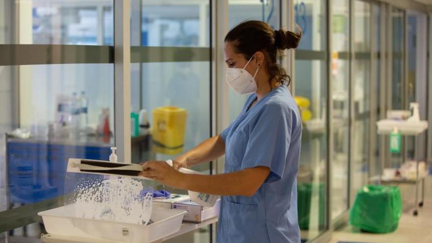 Salud vigila a 38 contactos estrechos de 17 contagiados en dos brotes