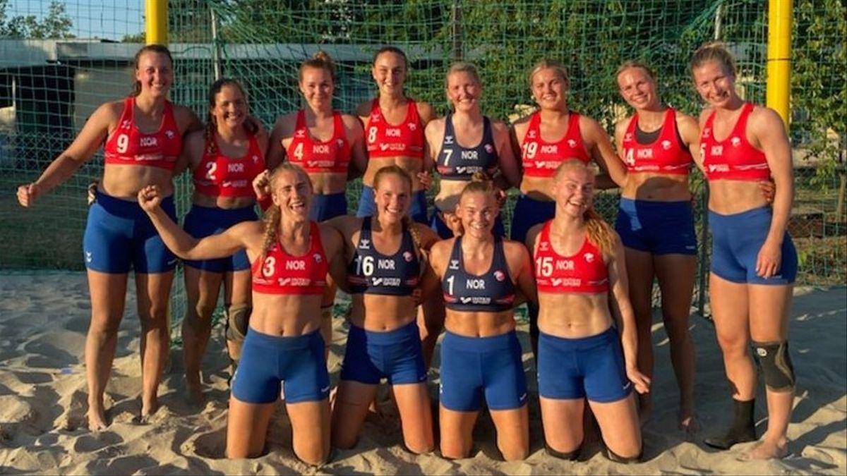 La selecció noruega d'handbol platja, en malles