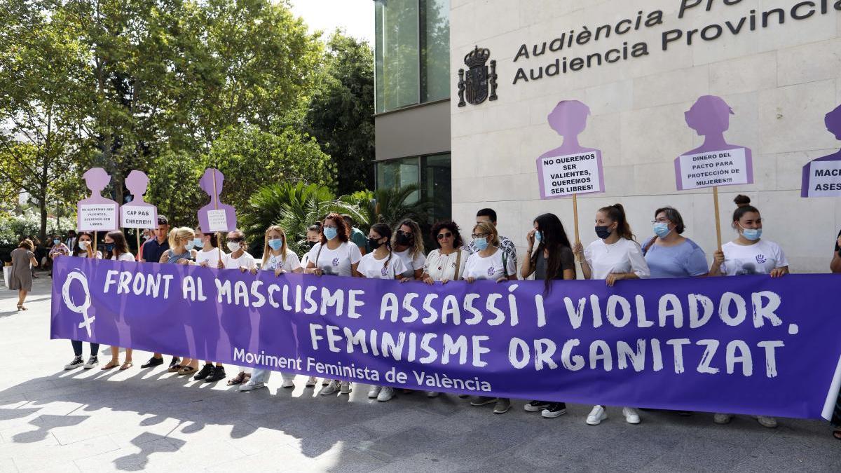 La hermana de la fallecida encabeza una manifestación para condenar el crimen machista.