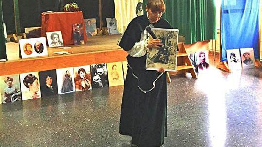 O centro escolar de Galán repasa a vida de Rosalía de Castro mediante teatro