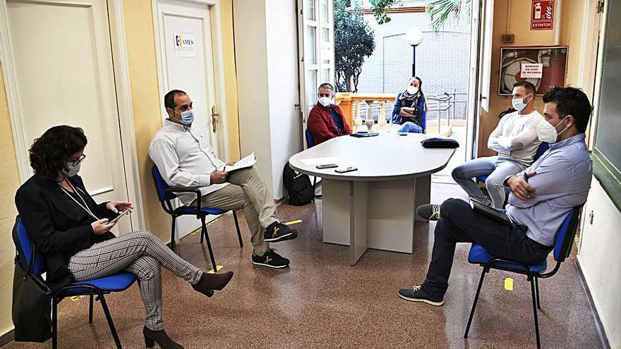 Reunión para analizar la situación en los centrros. | A. P.