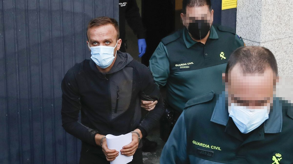 El albanés detenido, ayer, antes de ser trasladado al penal de A Lama.