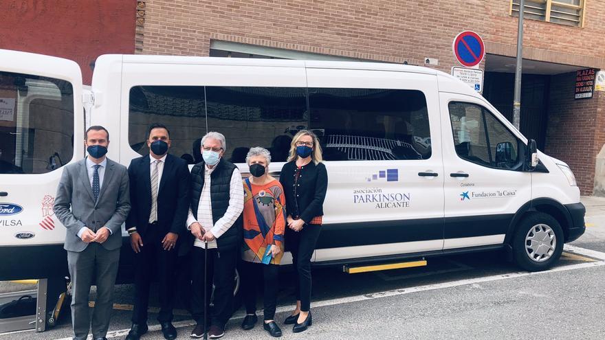 Servicio de transporte adaptado para la Asociación Parkinson Alicante