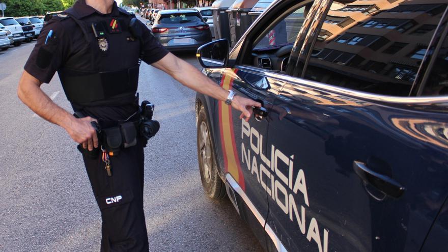 Robaban a turistas en el aeropuerto de Alicante con tácticas militares y pelucas