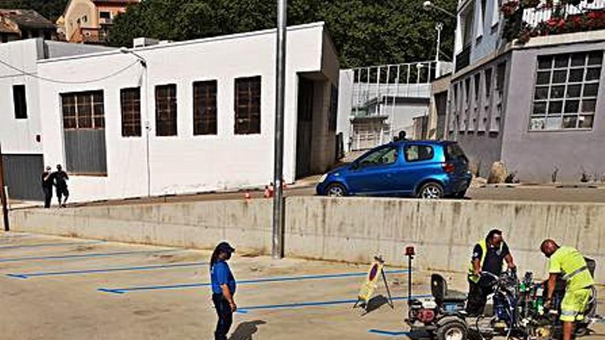 Arbúcies amplia la zona d'estacionament regulat amb dos nous aparcaments