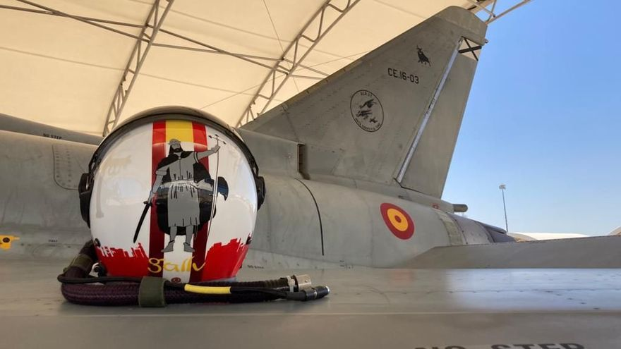 El capitán del Ejército del Aire que lleva a Pelayo y los colores del Sporting en su casco