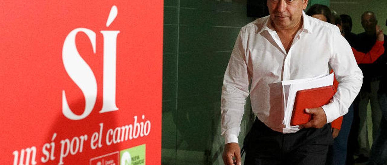 Julio Cruz, secretario general del PSC-PSOE, en la noche electoral del 26J