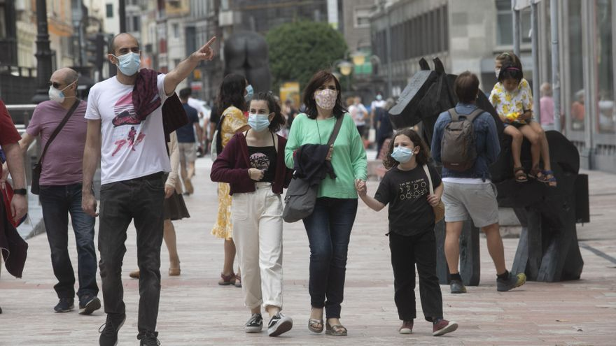 """La Asturias que no se quita la mascarilla: """"Tengo miedo; una pandemia es impredecible"""""""