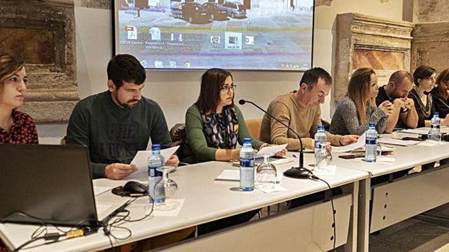 Integrantes y ponentes de la conferencia sobre empleo y diversidad que ha tenido lugar en la Biblioteca Pública.