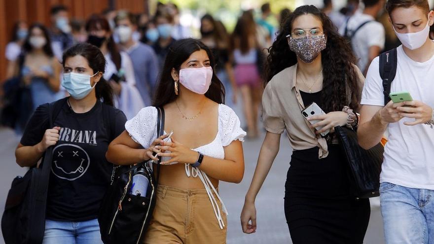Mascarillas de bienvenida para los universitarios de Ontinyent