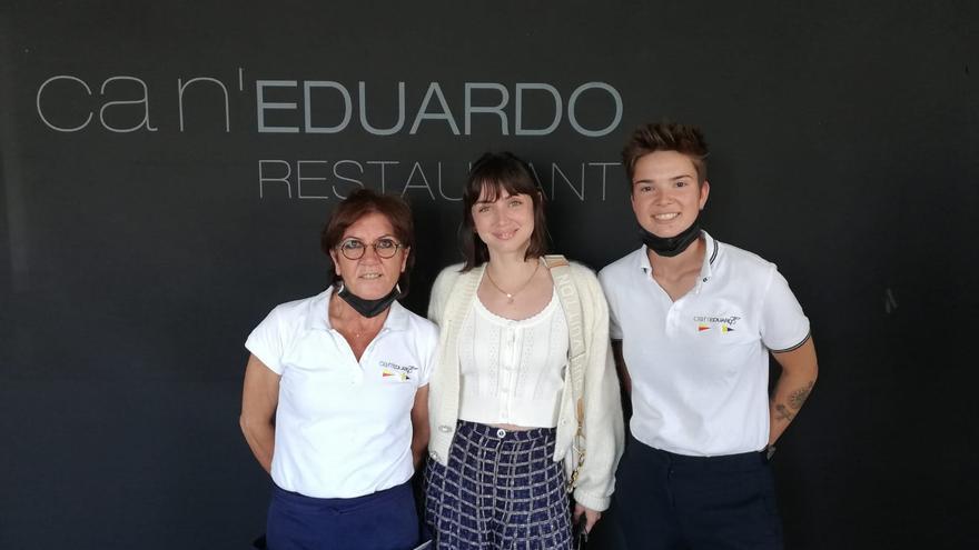 Ana de Armas alaba en Palma la paella de Can Eduardo