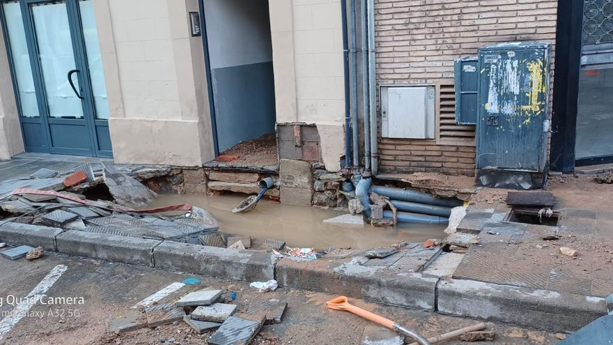 Rebenta una canalització d'aigua a la carretera Cardona de Manresa