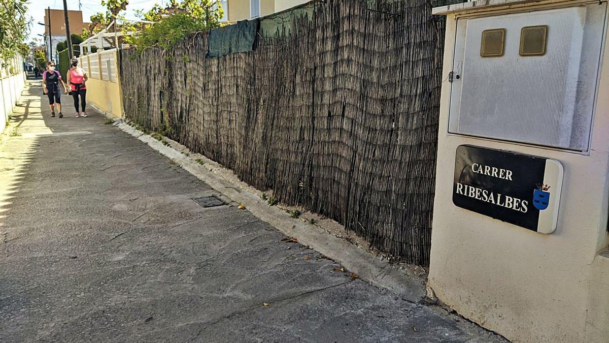 La calle Ribesalbes, en la zona marítima, sufre inundaciones con cada episodio de intensas precipitaciones.