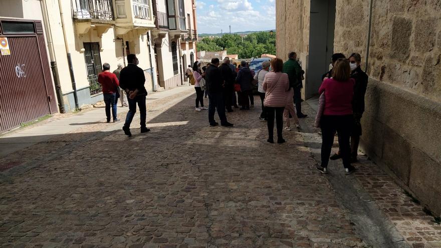 """Primeros vacunados de 69 años en Zamora: """"Nos han puesto Moderna"""""""