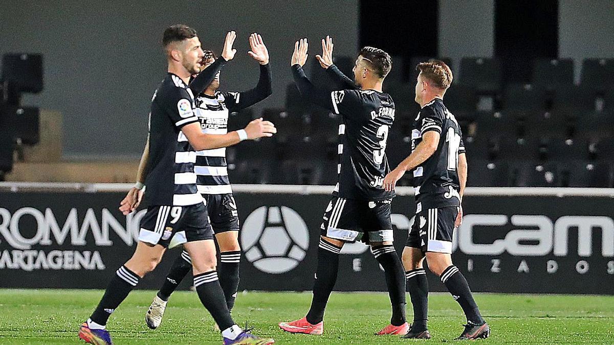 Los jugadores del Cartagena celebran su victoria ante el Leganés.