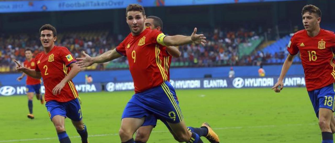 Abel Ruiz celebra un gol en su etapa en las categorías inferiores de la Selección Española.   Efe