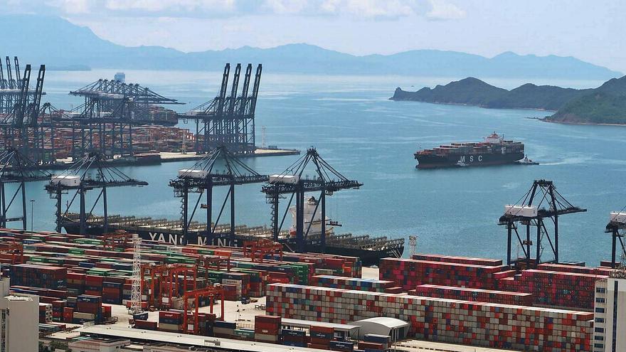 Un brote de covid en China paraliza el 5 % del tráfico mundial de contenedores