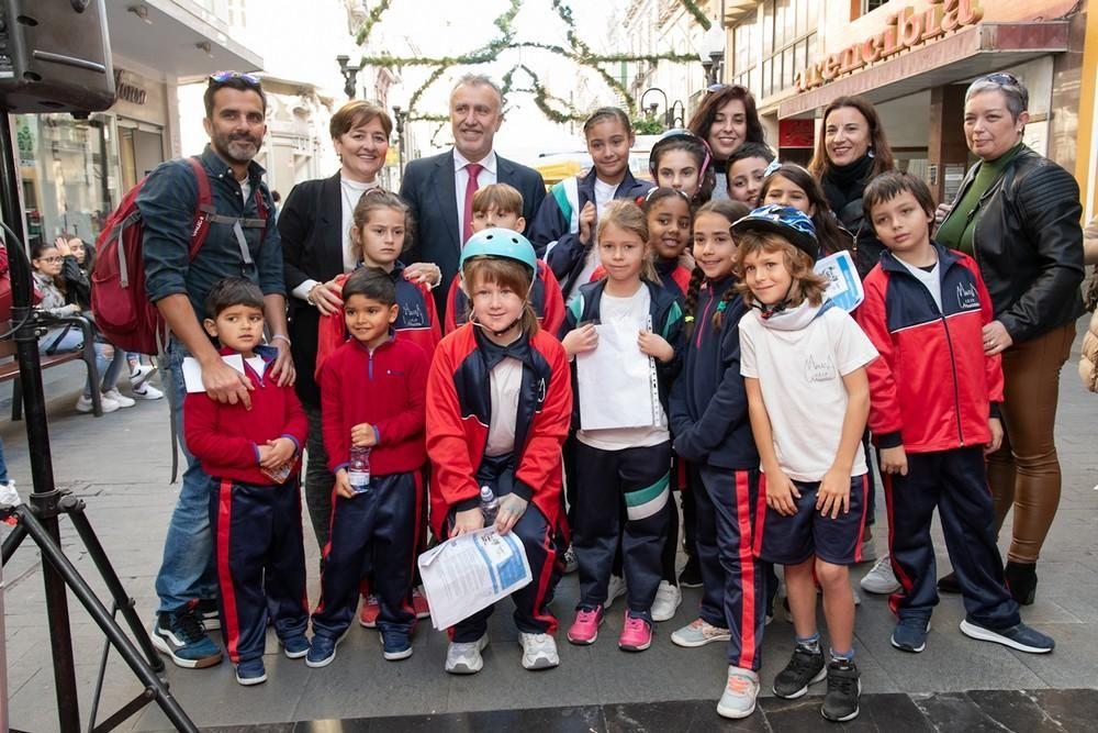 Ángel Víctor Torres participa en el evento 'De Palique, Tu radio en la calle'
