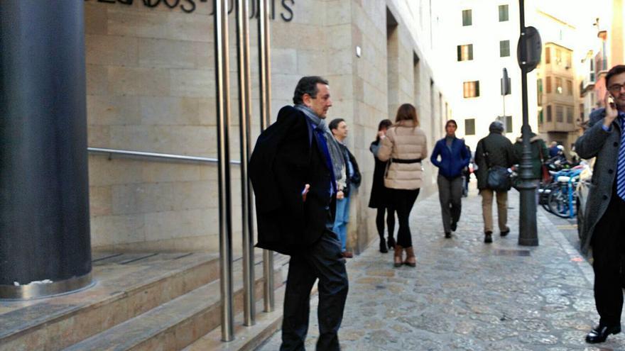 Sa Nostra pagó medio millón a uno de los directivos acusados de arruinar la caja