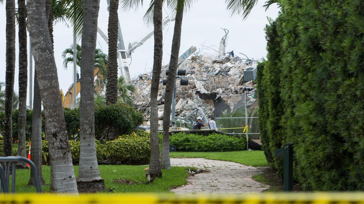 Restos del edificio derrumbado en Surfside, en el condado de Miami-Dade.