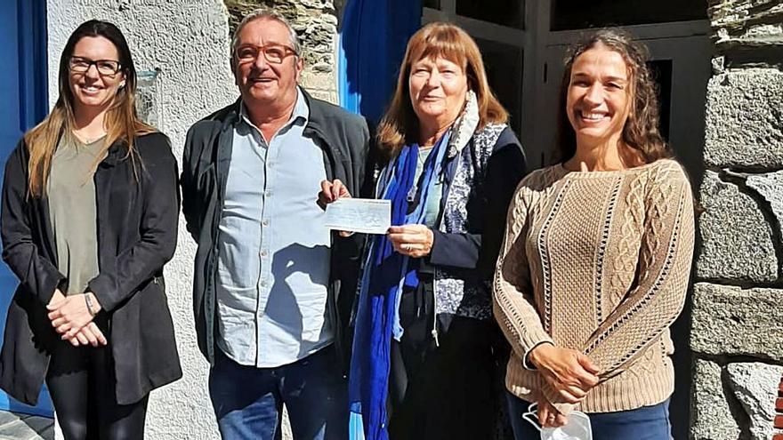 L'Associació d'Artistes i Artesans fa donació de 3.400 euros a l'Hospital de Cadaqués
