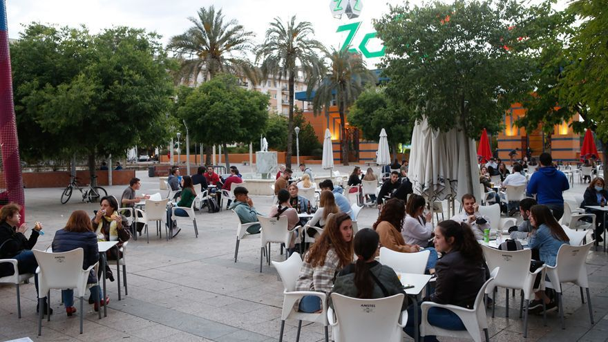 """""""Un grandísimo respiro"""" para los bares y comercios de Córdoba no tener que echar la persiana a las ocho"""