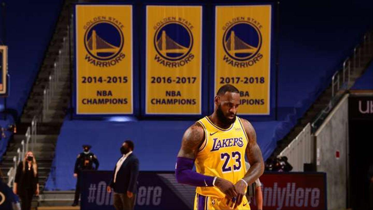 Lebron arrolla a Curry: paliza de los Lakers en Oakland (97-128)