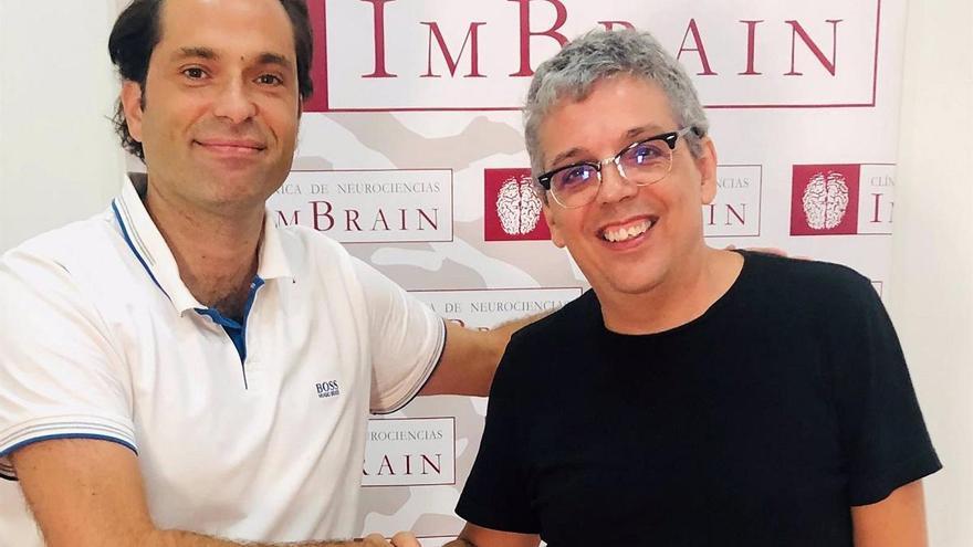El jefe de Neurología de Quirónsalud Málaga asesora a Pedro Guerra en su última canción 'Alzheimer'