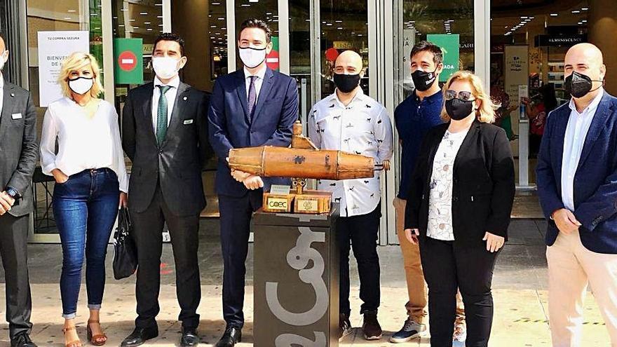 Empresarios del Campo de Cartagena entregan el 'Trofeo Gymkhana Solidaria' a El Corte Inglés
