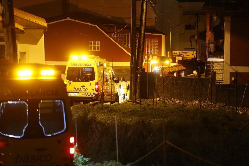 Dos muertos al explotar una vivienda en Chapela