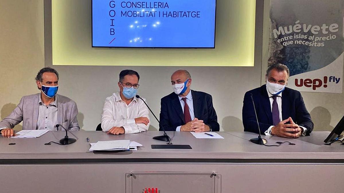 Xavier Ramis, Josep Marí, Javier Taibo y Rafael Gallego, ayer en la presentación de la aerolínea.