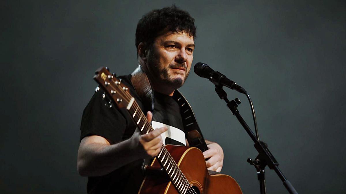 Fran Juesas, ayer, durante su concierto en la Laboral. | Marcos León