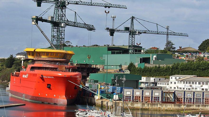 Castropol aplaude el empleo que llegará con la ampliación del astillero en Figueras