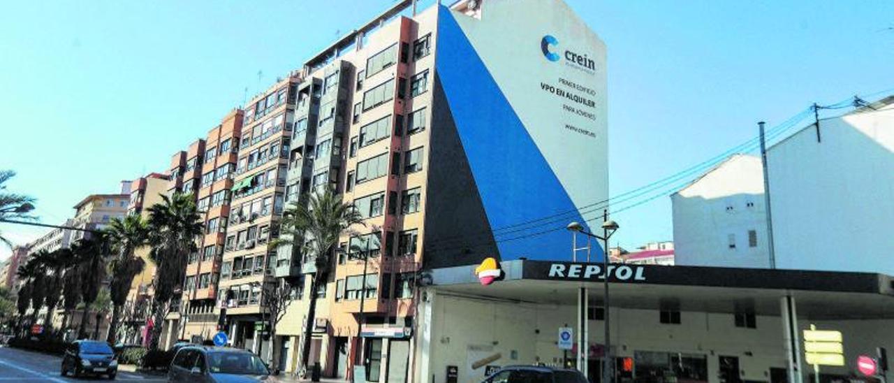 Edificio de viviendas de alquiler de la empresa valenciana Crein en Peris y Valero.| F. CALABUIG
