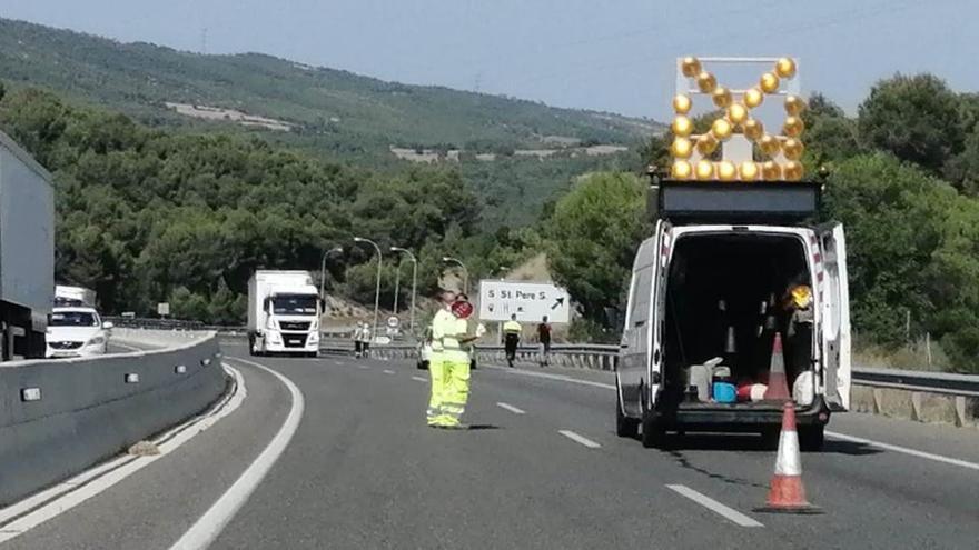 Denunciat un camioner per circular en direcció contrària i sota els efectes de l'alcohol a l'Anoia