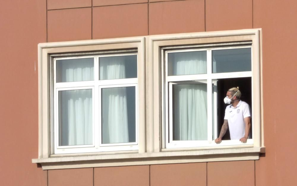 Jugadores del Fuenlabrada en su hotel en A Coruña