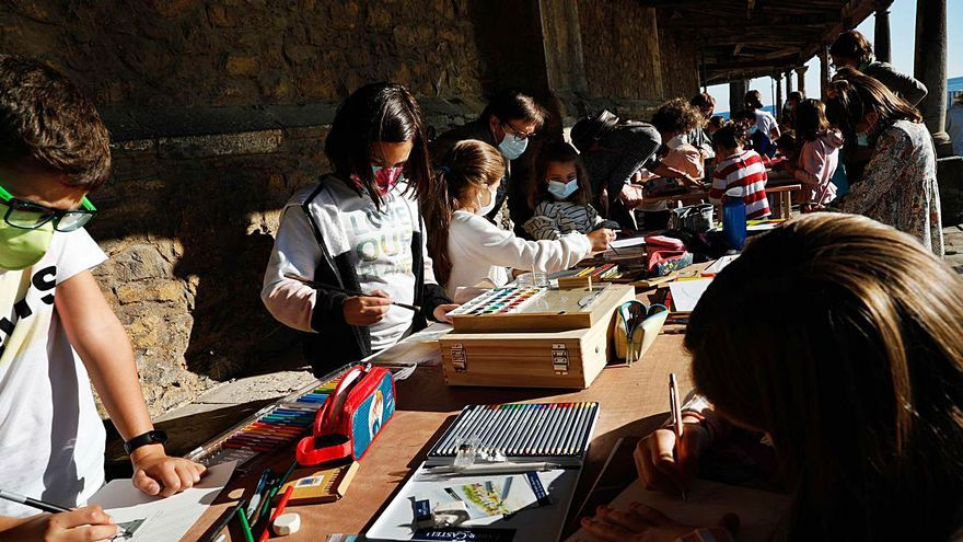 Casi un centenar de participantes en el certamen de pintura de Luanco