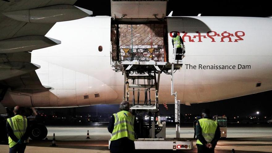 Llega a la Comunidad el quinto avión fletado por la Generalitat con una carga récord de 76 toneladas